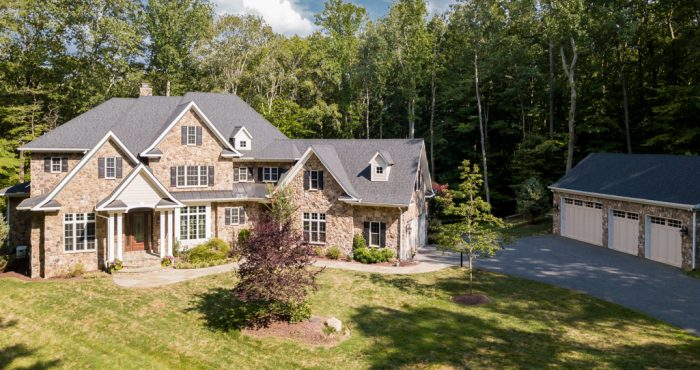 Modern, Comfortable Luxury-8305-Crestridge-Rd-Fairfax-Station-VA-Luxury-Home-For-Sale-Chelle-Gassan-Candace-Moe-Realtors_DJI_0462